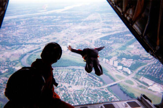 「藤岡スカイダイビングで4000m上空から絶叫と絶景を求めて飛び降りた」のアイキャッチ画像