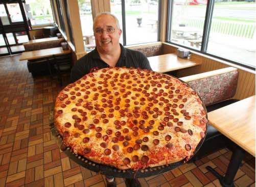 「アメリカのクレイジーすぎる大食いチャレンジ5選【ステーキ・ピザ・ハンバーガー・ブリトー】」のアイキャッチ画像