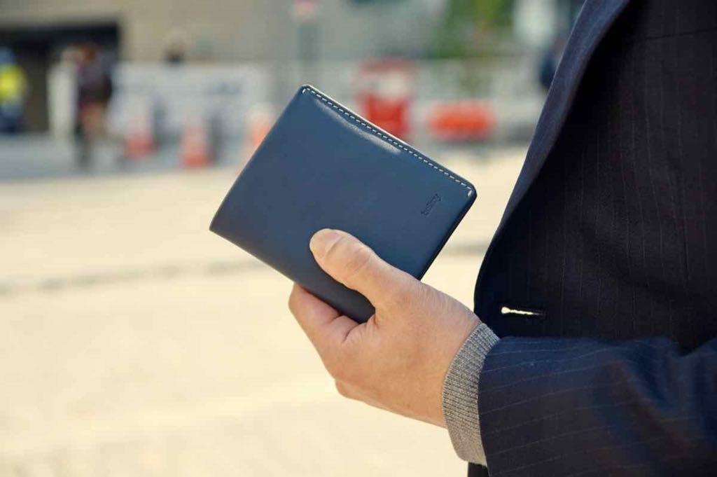 「ベルロイのノートスリーブで財布を薄くミニマルに【レビュー記事】」のアイキャッチ画像